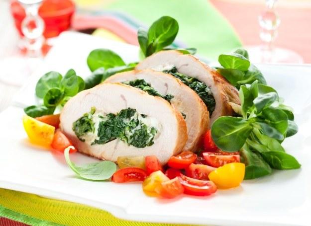 Kurczak faszerowany szpinakiem /123RF/PICSEL