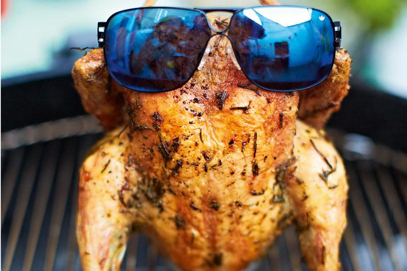 Kurczak na puszce piwa /materiały prasowe