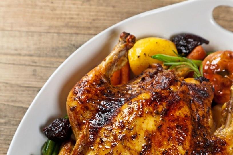 Kurczak nadziewany gruszką w sosie sojowym /123RF/PICSEL