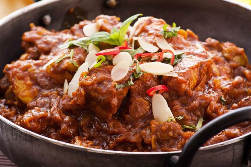 Kurczak w sosie curry /123RF/PICSEL