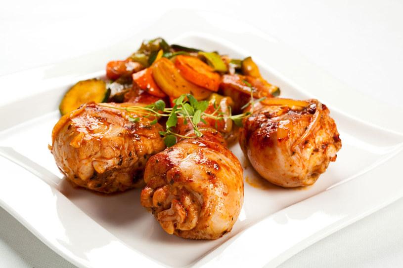 Kurczak w sosie indyjskim /123RF/PICSEL
