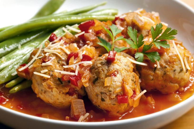Kurczak w sosie pomidorowym /123RF/PICSEL
