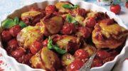 Kurczak z boczkiem i pomidorami