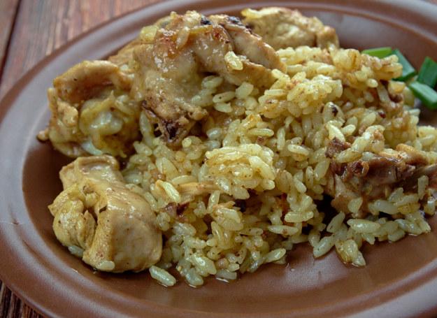 Kurczaka podaj z ryżem /123RF/PICSEL