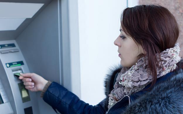 Kurczy się sieć bankomatowa /©123RF/PICSEL