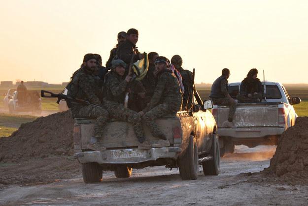 Kurdyjscy peszmergowie (na zdjęciu) zarzucają islamistom atak gazowy fot. Delil Souleiman /AFP