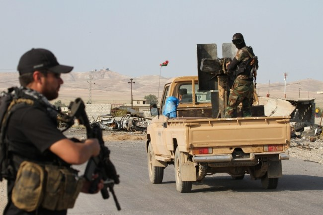 Kurdyjscy żołnierze walczący z dżihadystami /STR /PAP/EPA