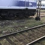 """""""Kuriozalna sytuacja"""". Chaos na torach, ogromne opóźnienia pociągów po wichurach"""