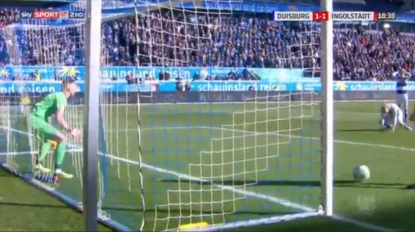 Kuriozalny gol stracony przez Duisburg /