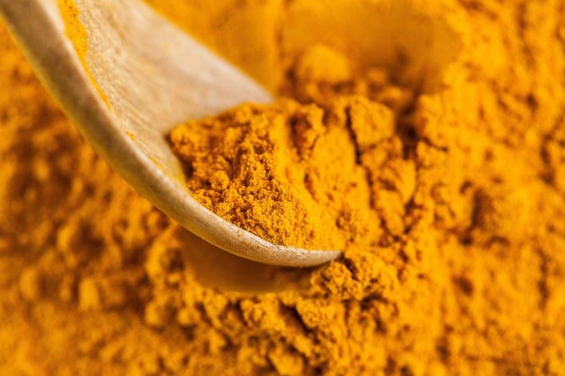 Kurkuma cieszy się ogromną popularnością i słusznie, jest dobrze tolerowana przez organizm /123RF/PICSEL