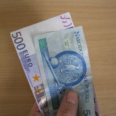 Kurs EUR/PLN rozpoczął dzisiejszą sesję ponad poziomem 4,0800 /INTERIA.PL