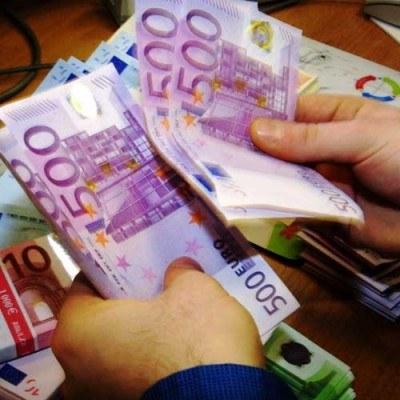 Kurs euro spadł wczoraj poniżej psychologicznej granicy 4 złotych /AFP