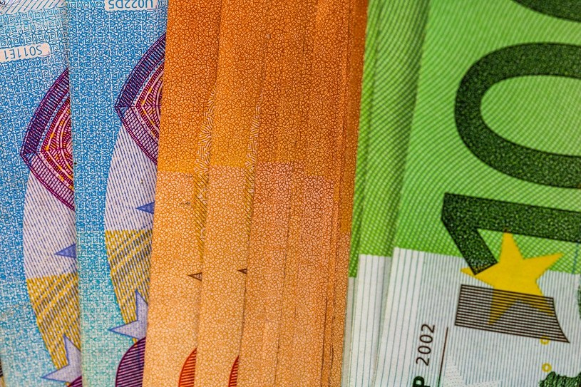 Kurs euro/złoty powinien w najbliższym czasie zakończyć swój ruch wzrostowy w okolicy 4,46 /123RF/PICSEL