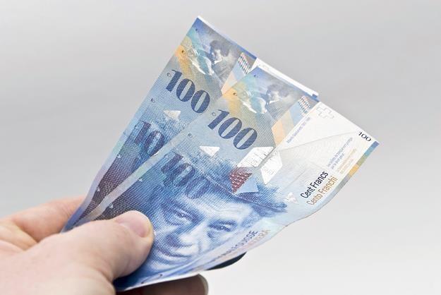 Kurs franka szwajcarskiego spadł do 3,81 zł /© Panthermedia