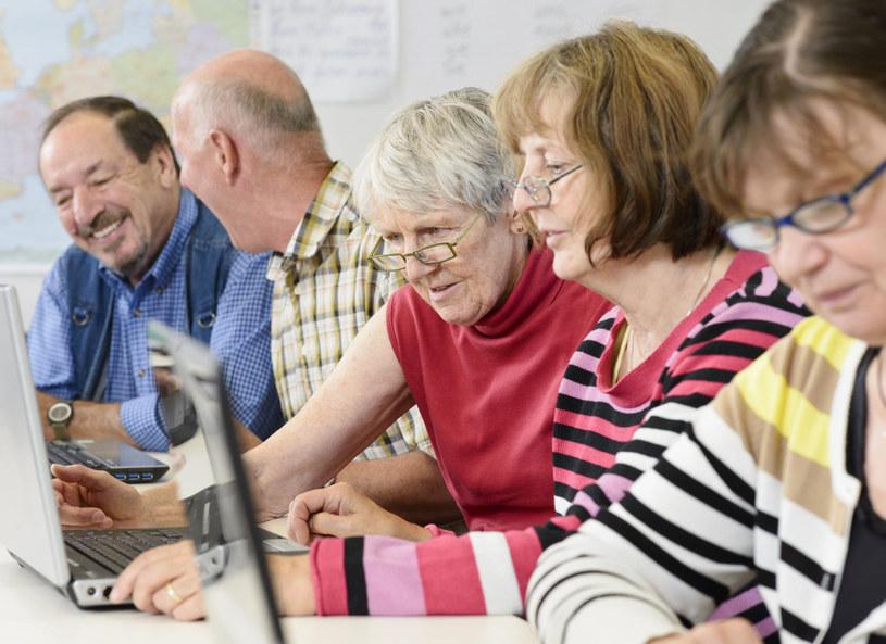 Kursy dla seniorów cieszą się coraz większą popularnością /Picsel /123RF/PICSEL