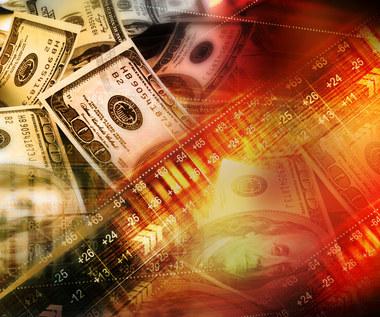 Kursy walut stabilne na wysokich pułapach. Funt liderem, dolar zagrożony, forint odbija