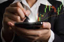 Kursy walut: Złoty wsłuchuje się w RPP