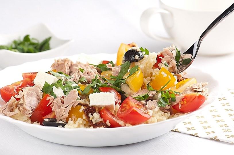 Kuskus z fetą i suszonymi pomidorami /materiały prasowe