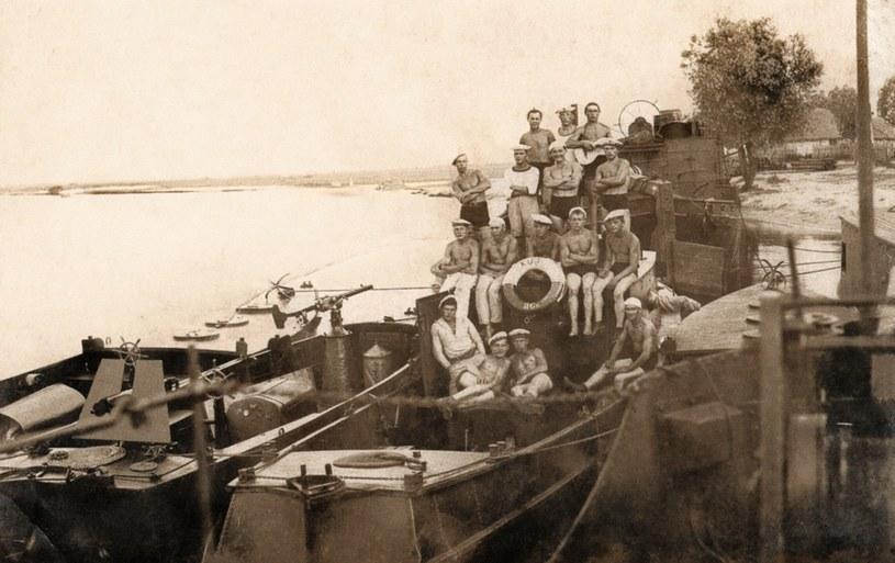 Kutry Uzbrojone Flotylli Pińskiej w latach 30. /East News