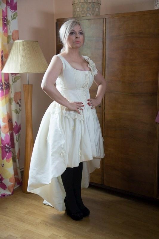 Kwaśniakowa w sukni ślubnej. Kto by pomyślał, że ma takie... atuty! /Agencja W. Impact