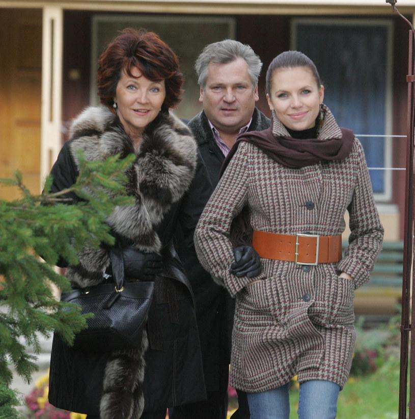 Kwaśniewscy z córką (2006 r.) /Witold Rozbicki /Reporter
