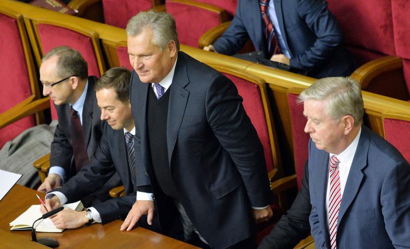 Kwaśniewski i Cox w najbliższy wtorek i środę ponownie złożą wizytę na Ukrainie. /AFP