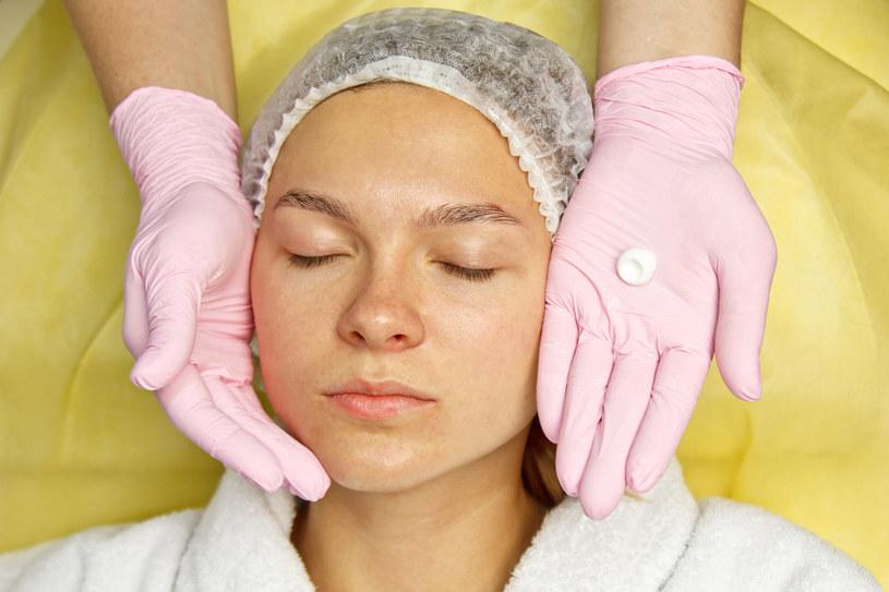 Kwasy są składnikiem wielu kosmetyków do domowej pielęgnacji /123RF/PICSEL