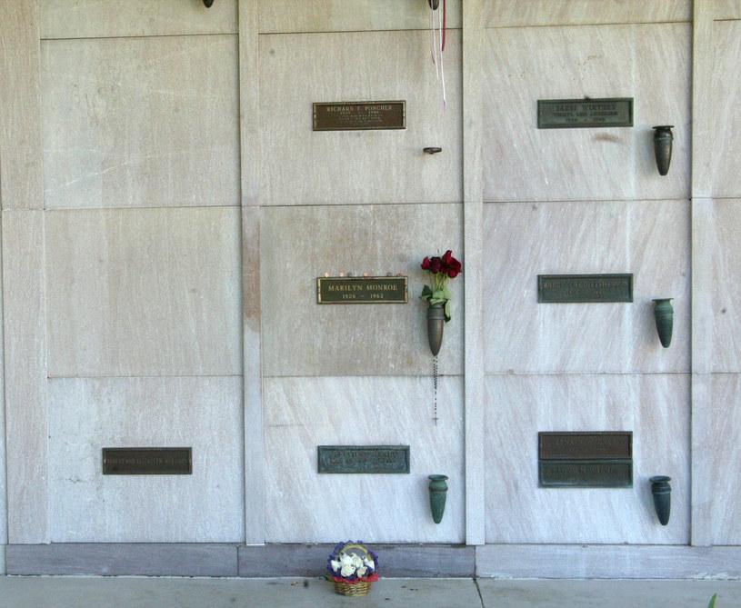 Kwatera obok Marylin Monroe jest wciąż wolna /Mel Bouzad /Getty Images