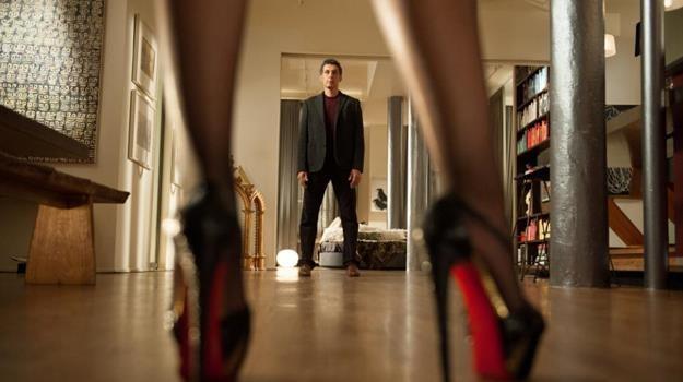 """Kwiaciarz, który został męską prostytutką. John Turturro w scenie z filmu """"Casanova po przejściach"""" /materiały dystrybutora"""