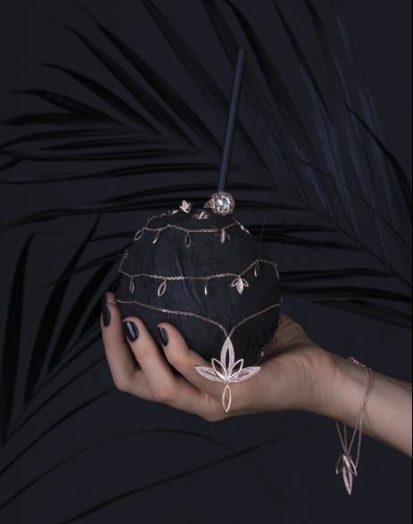 Kwiatu lotosu oprawiony z mosiądz /materiały promocyjne