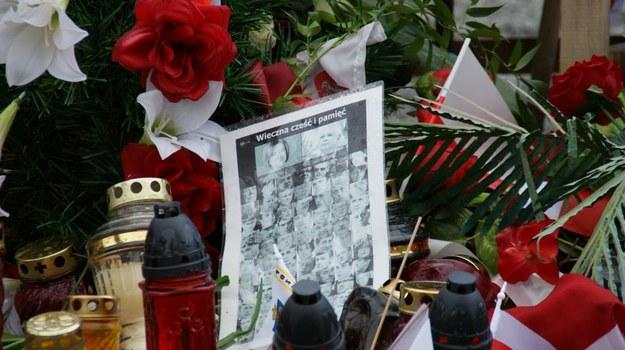 Kwiaty i znicze na miejscu katastrofy (zdj. arch.) /pm /Archiwum RMF FM