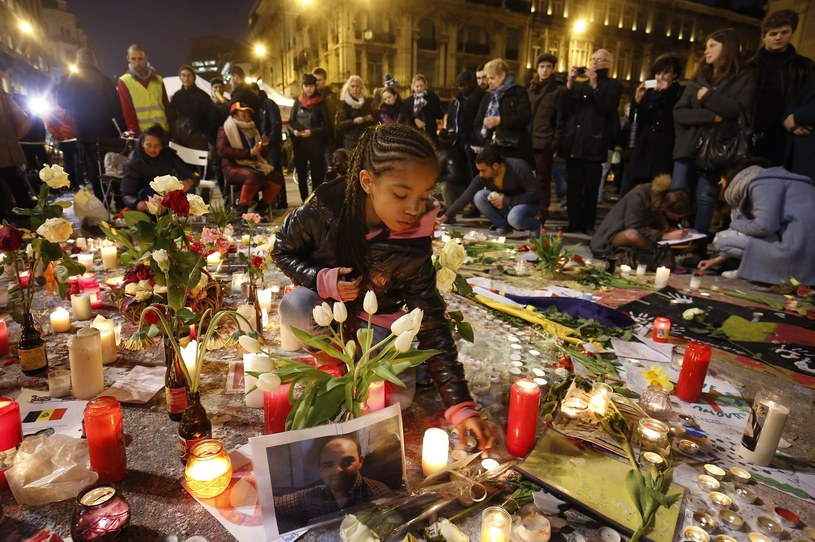 Kwiaty i znicze w Brukseli po wtorkowych atakach /PAP/EPA