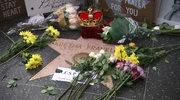 Kwiaty, korona i zdjęcia. Fani składają hołd królowej soulu przy jej gwieździe na Hollywoodzkiej Alei Gwiazd