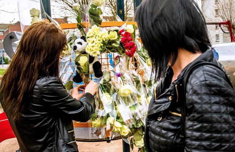 Kwiaty na miejscu tragedii /PHILIPPE HUGUEN /AFP