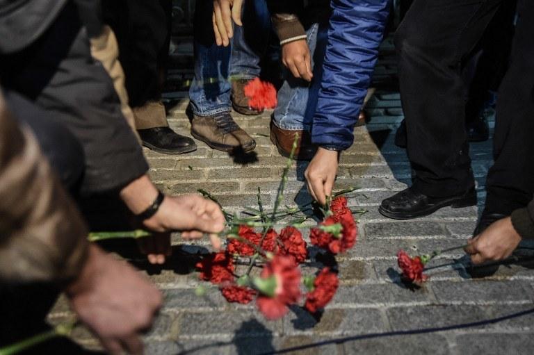 Kwiaty na miejscu zamachu /OZAN KOSE / AFP /AFP