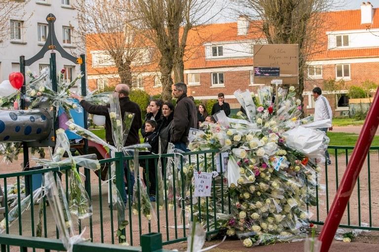Kwiaty w miejscu tragedii w Calais /PHILIPPE HUGUEN /AFP