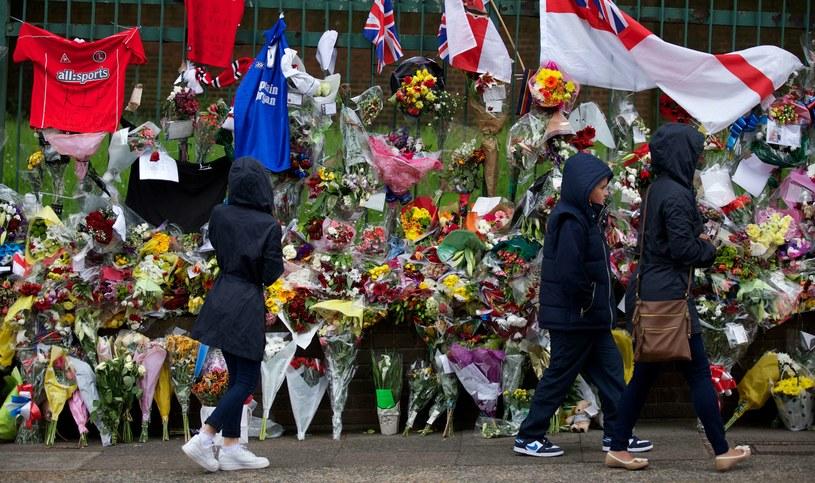 Kwiaty w miejscu, w którym zamordowano brytyjskiego żołnierza /AFP