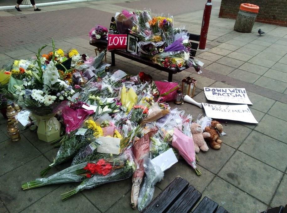 Kwiaty w miejscu zabójstwa Polaka w Harlow /Bogdan Frymorgen /Archiwum RMF FM