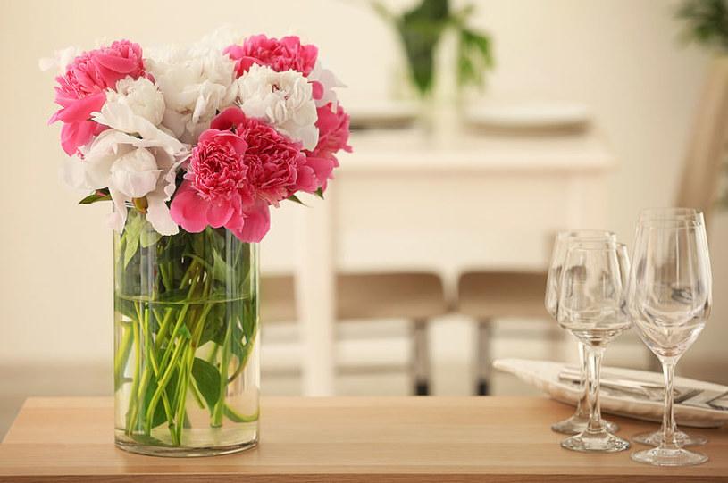 Kwiaty w wazonie będą trwałe: wystarczy sięgnąć po sprawdzone sposoby /123RF/PICSEL