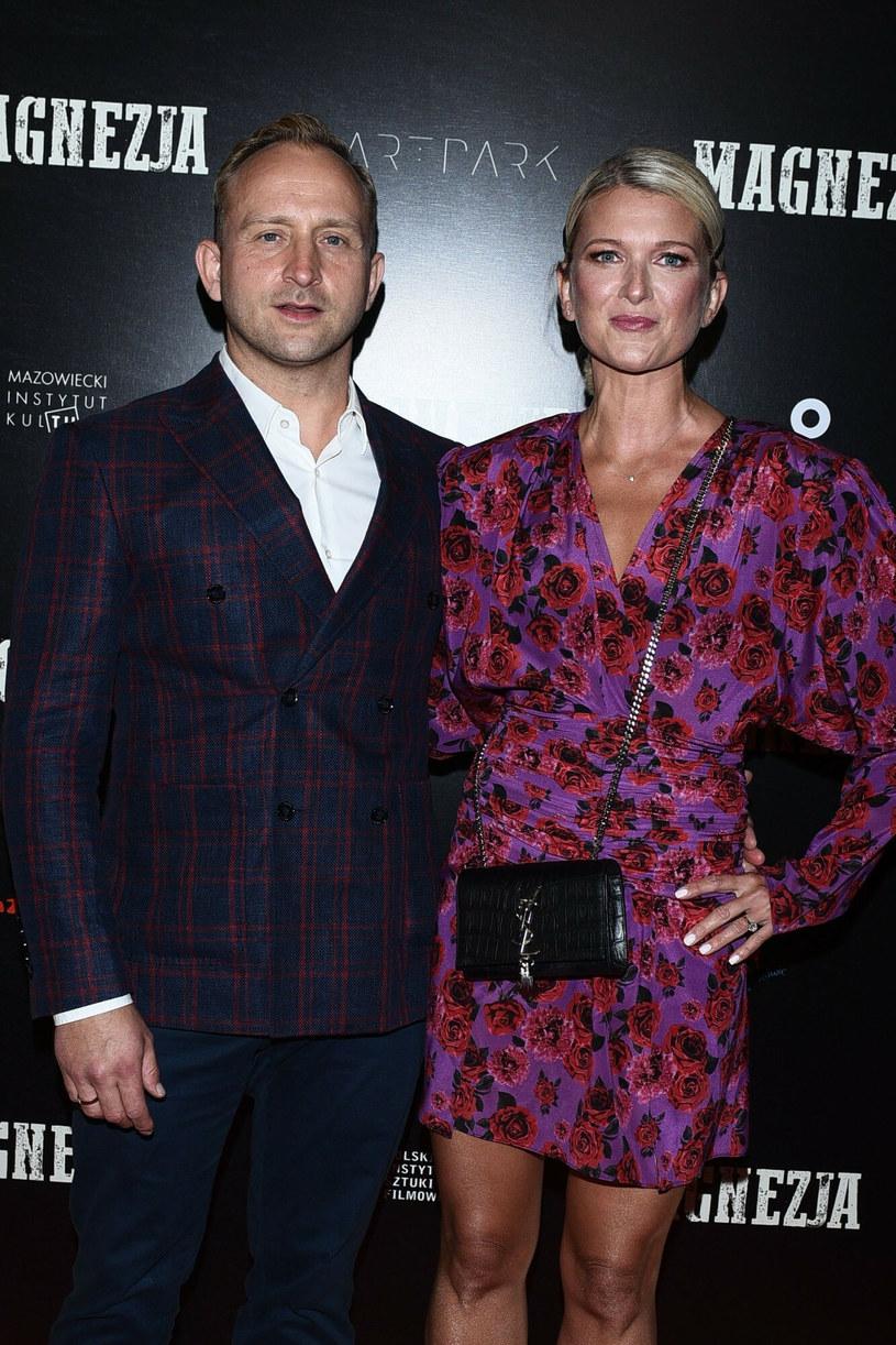Kwiecista sukienka żony Borysa Szyca okazała się strzałem w dziesiątkę /VIPHOTO /East News