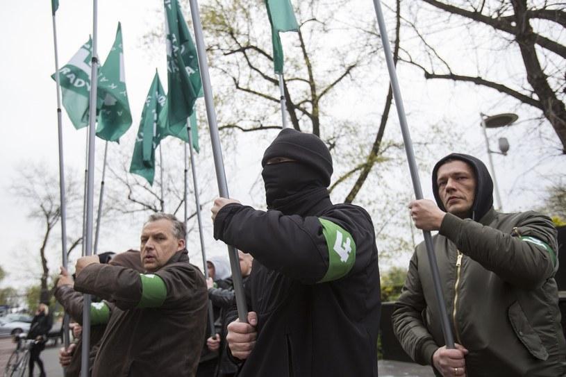 Kwietniowy protest ONR przed Teatrem Powszechnym /Marek M. Berezowski /Reporter