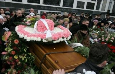 Kwietny kapelusz na trumnie Hanbki Bielickiej - fot. Piotr Grzybowski /Agencja SE/East News