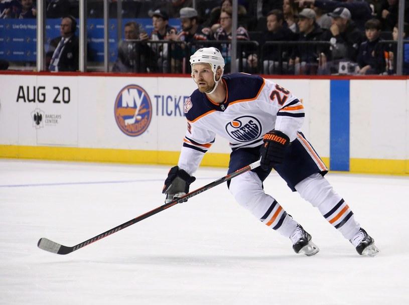 Kyle Brodziak z Edmonton Oilers /AFP