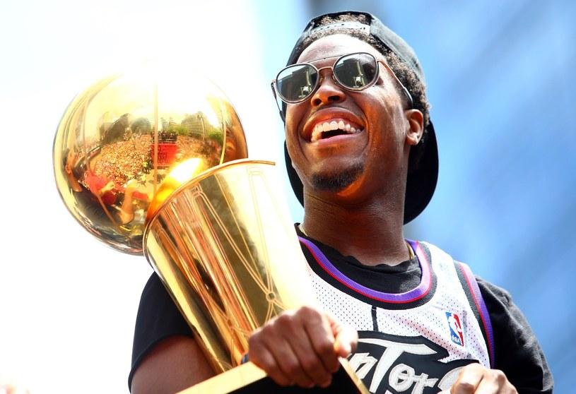 Kyle Lowry z trofeum za mistrzostwo NBA /AFP