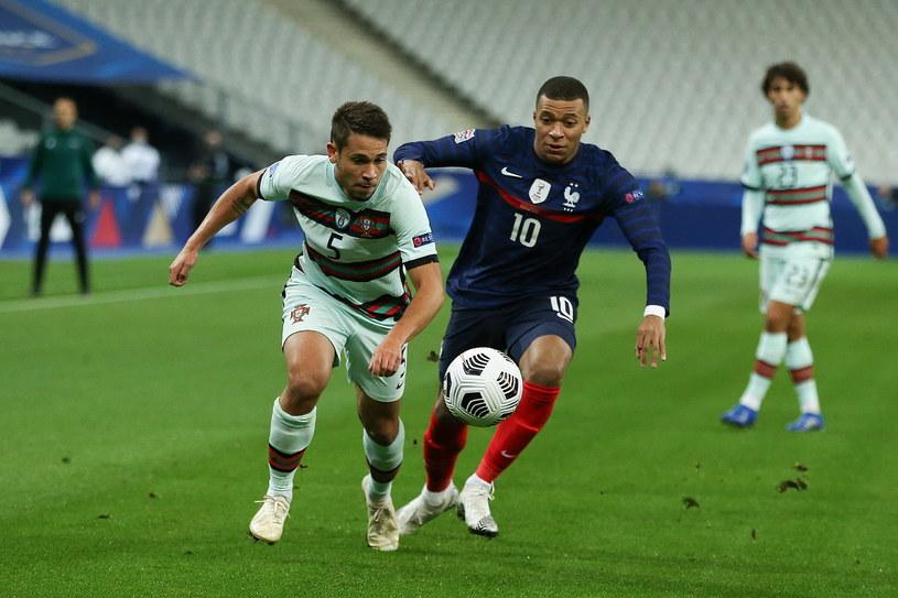 Kylian Mbappe i Raphael Guerreiro w meczu Francja - Portugalia /PAP/EPA/MANUEL ALMEIDA /PAP/EPA