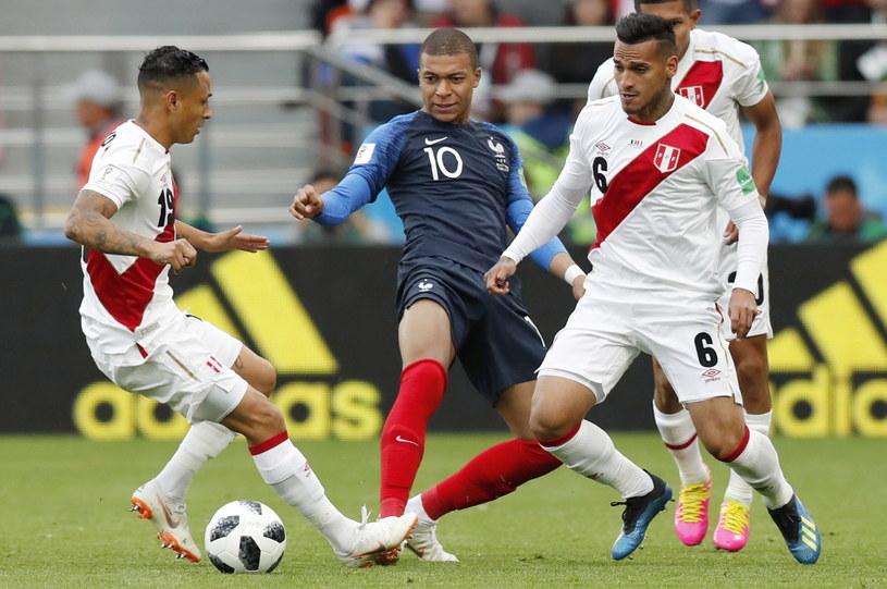 Kylian Mbappe (w środku) w meczu z Peru /PAP/EPA