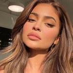 Kylie Jenner eksponuje swoje wdzięki w basenie