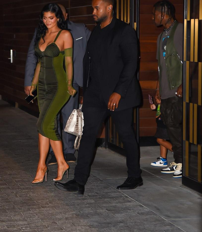 Kylie Jenner i jej ukochany, Travis, wkrótce zostaną drugi raz rodzicami! /Robert Kamau /Getty Images