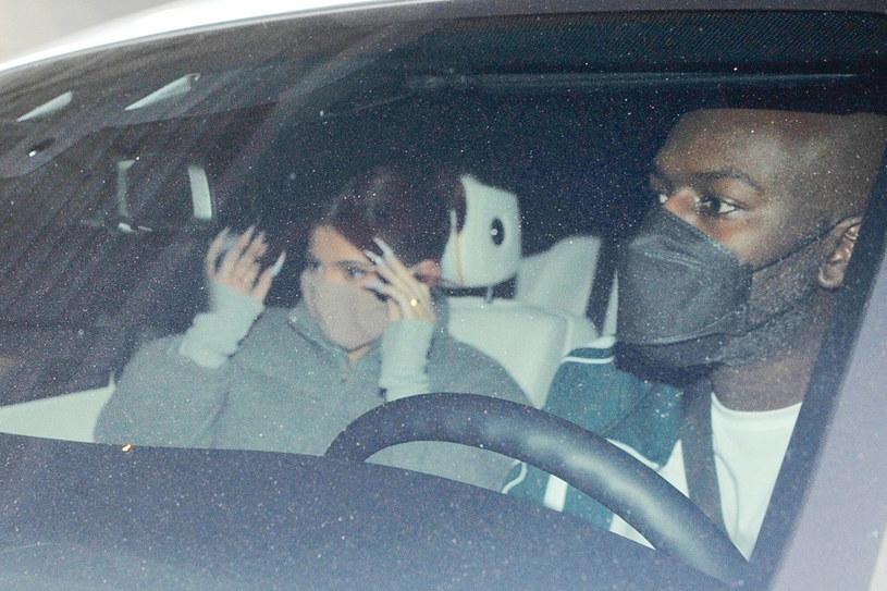 Kylie Jenner ucieka przed aktywistami /FUFU/Backgrid /East News