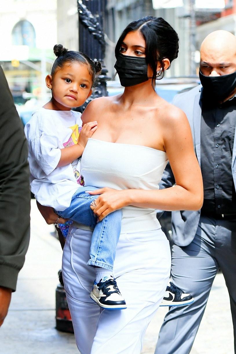 Kylie Jenner z córką Stormi /BACKGRID /East News